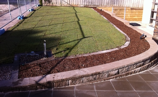 turf grass retaining wall concrete tiles curve