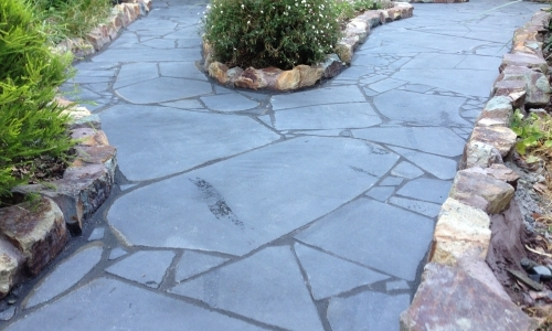 Slate crazy paving stone free flowing