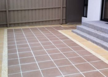 small courtyard square paving pavers steps pebble
